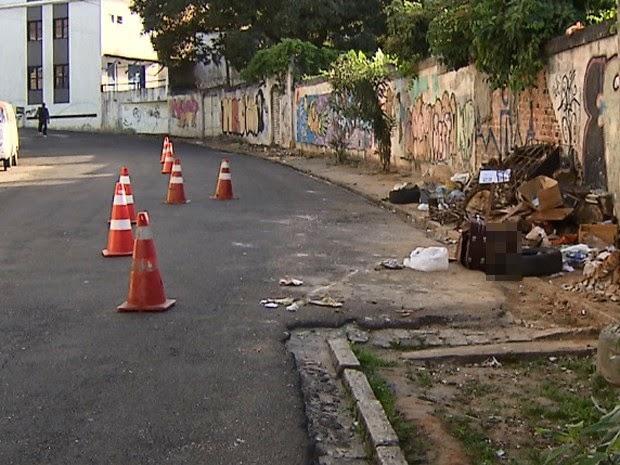 Corpo foi achada em área  de descarte de lixo (Foto: Imagem/TV Bahia)