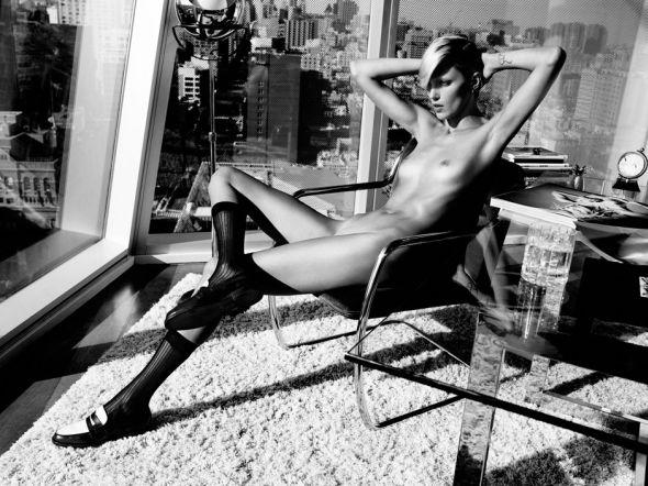 modelo Anja Rubik nua pelada revista Industrie 6 por Paola Kudacki fotografia fashion nudez