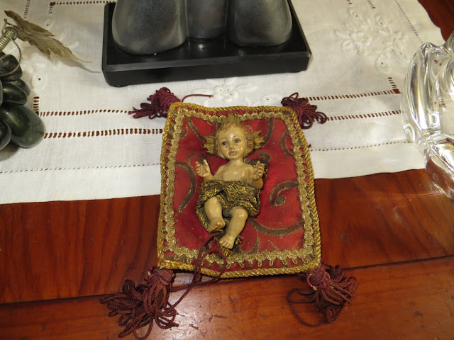 Fotografia de Menino Jesus deitado na almofada na época do Natal