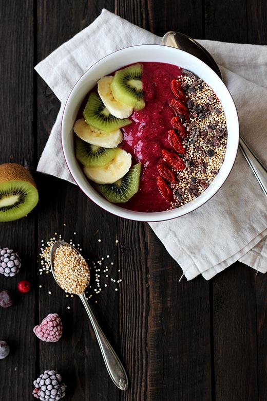 Smoothie Bowl: gesundes Frühstück mit viel Obst und Superfoods, Holunderweg18