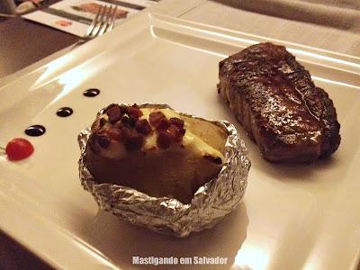 The Beef: Bife de Chorizo acompanhado de Batata Assada