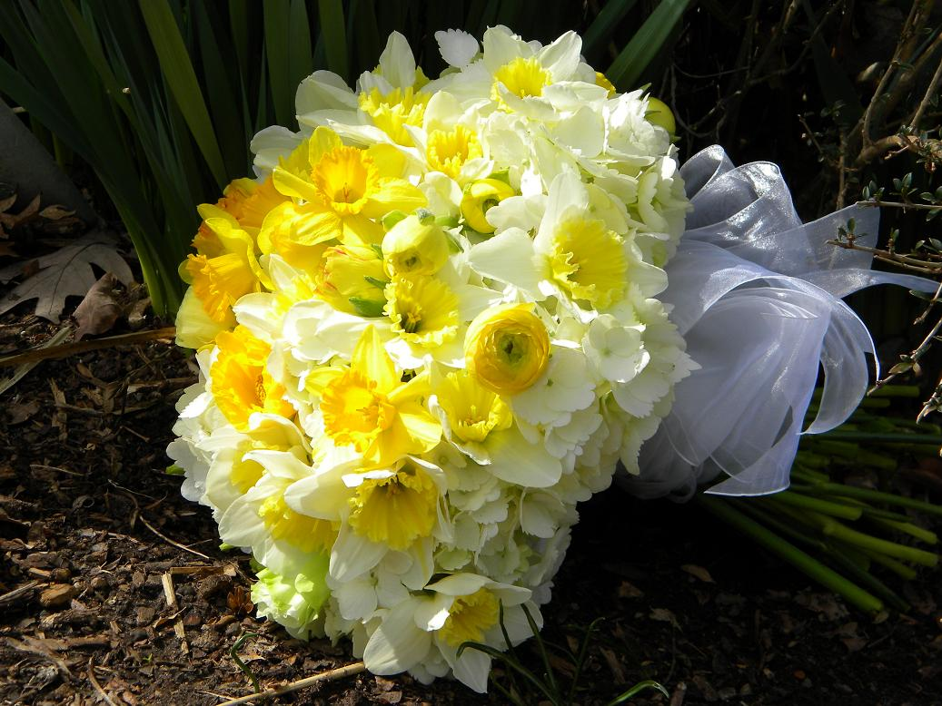 Wedding Flowers from Springwell: Wedding Bouquets in Yellow and White