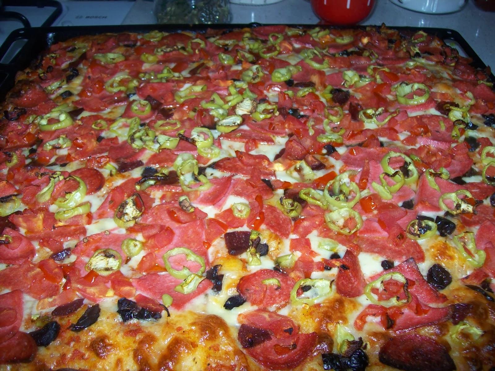 Resimli Evde Pizza Yapımı