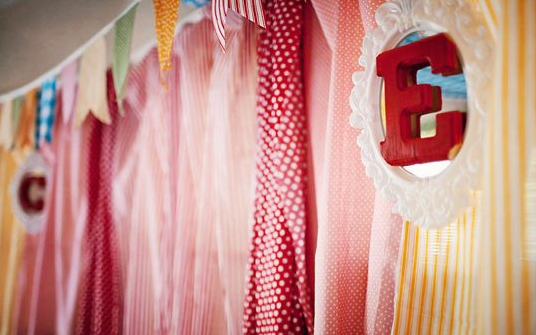 Decorar una fiesta con telas - Telas para decorar paredes ...