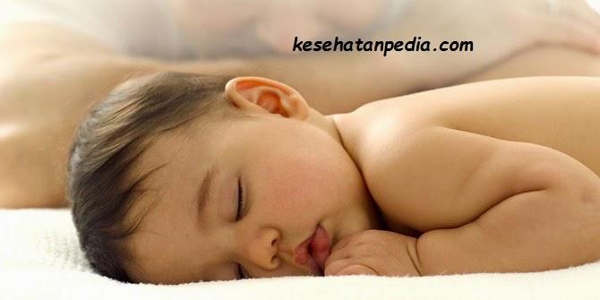 bahaya bayi tidur di lantai