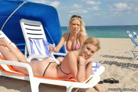 Pulau Khusus Untuk Kaum Lesbian Di Eropa ! [ www.BlogApaAja.com ]