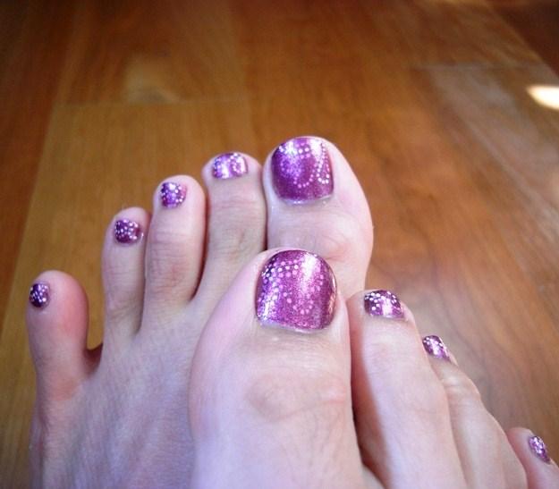 Todo Sobre Manos y Pies Pedicure con Colores Morados y Purpuras