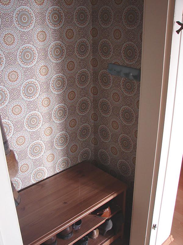 garderobe fertig von rosagrauen wolken. Black Bedroom Furniture Sets. Home Design Ideas