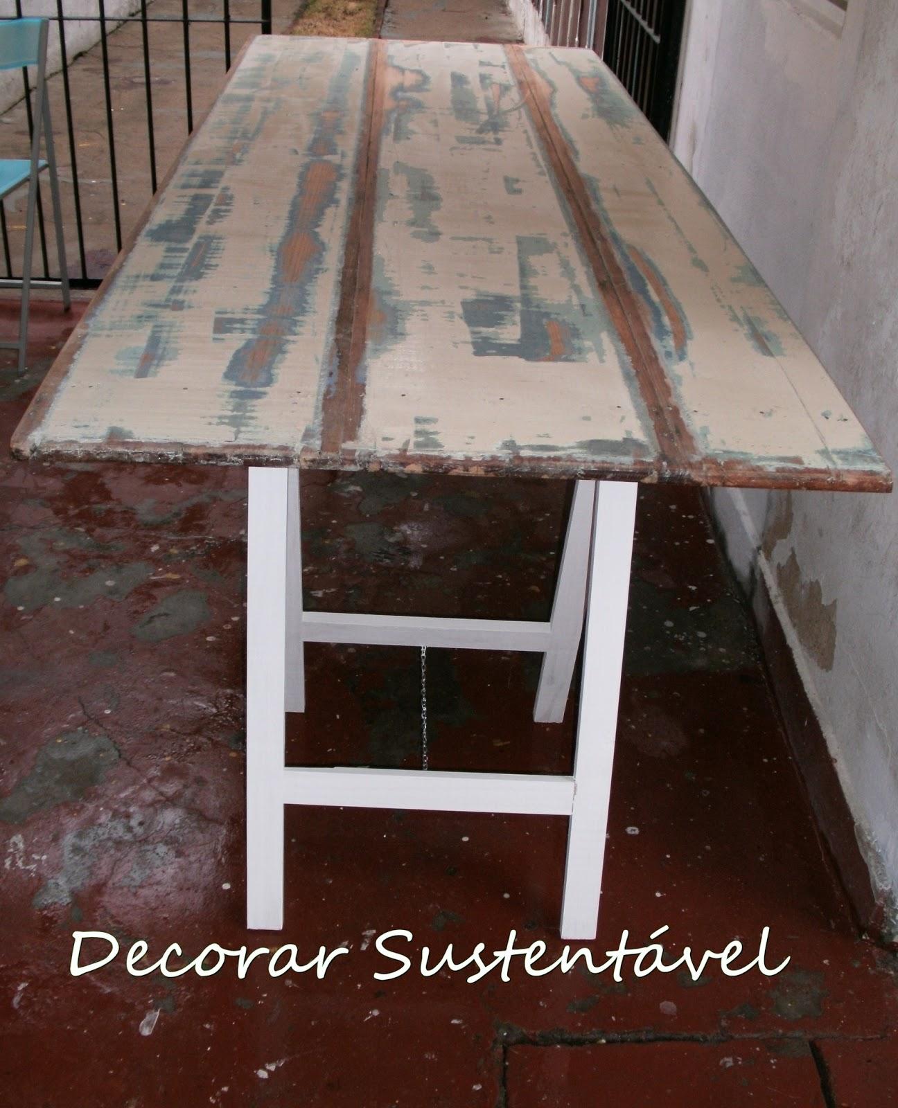 decorar sustentável: Mesa feita de tábuas e cavaletes #361F18 1296x1600