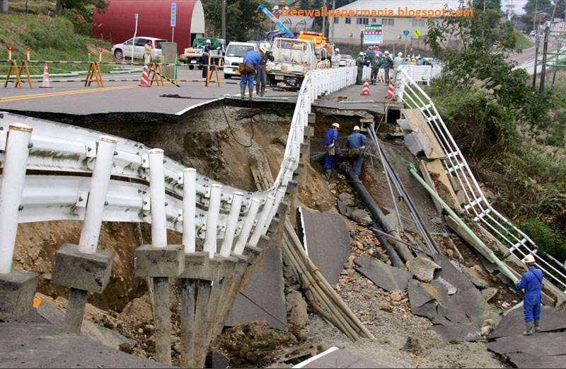 Earth Quake Damages In Japan Images Pictures Tsunami Images Earthquake Of 8 9 In Japan Made A Big Financial Loss Images Pictures Tsunami Hits In Hawaii Asia Japan Sumatra Indonesian Indian Ocean Sea Waves Damage Tsunami Facts