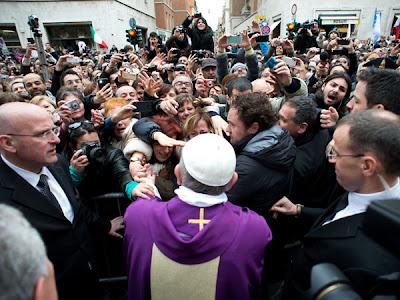 Papa Francisco atención a los pobres