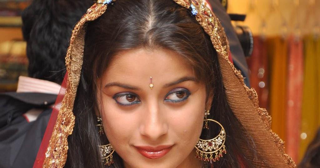 Знакомства с девушкой индийской внешности