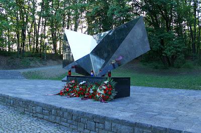 Spomenik strijeljanima - Vojin Bakić, 1962.
