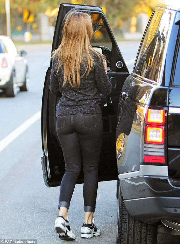 famous celebrity Sofia Vergara hot in tight jeans photo 1