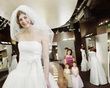 7 Tips Membeli Gaun Pengantin yang Pas