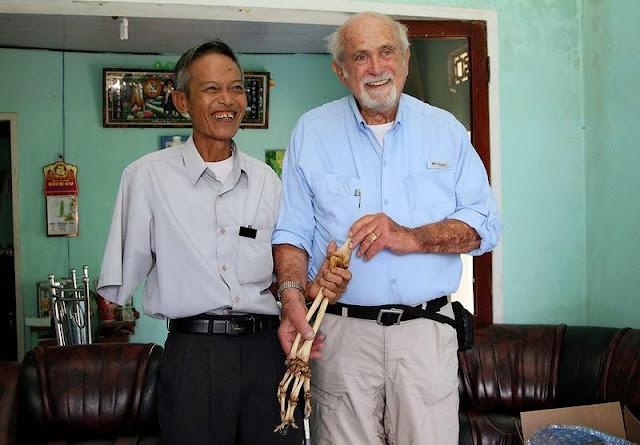 Vietnam: Médico devuelve brazo amputado 50 años después
