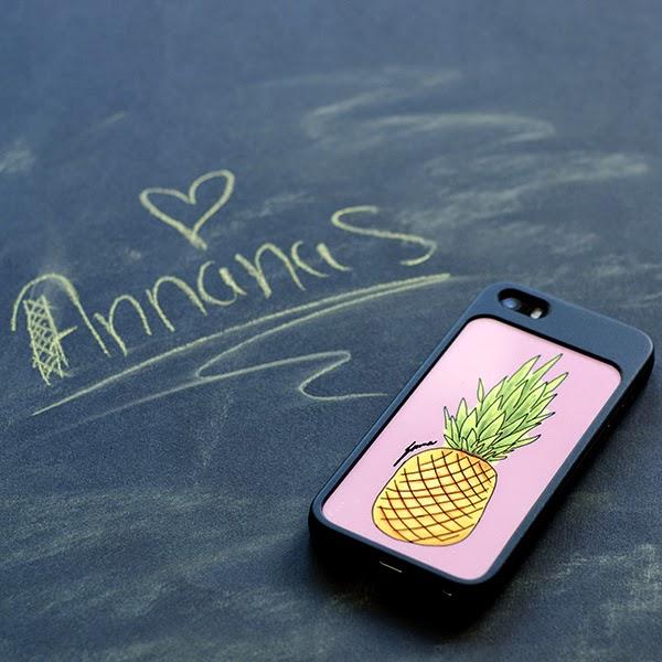 griffeltavla med text ananas och skal iphone med tecknad ananas
