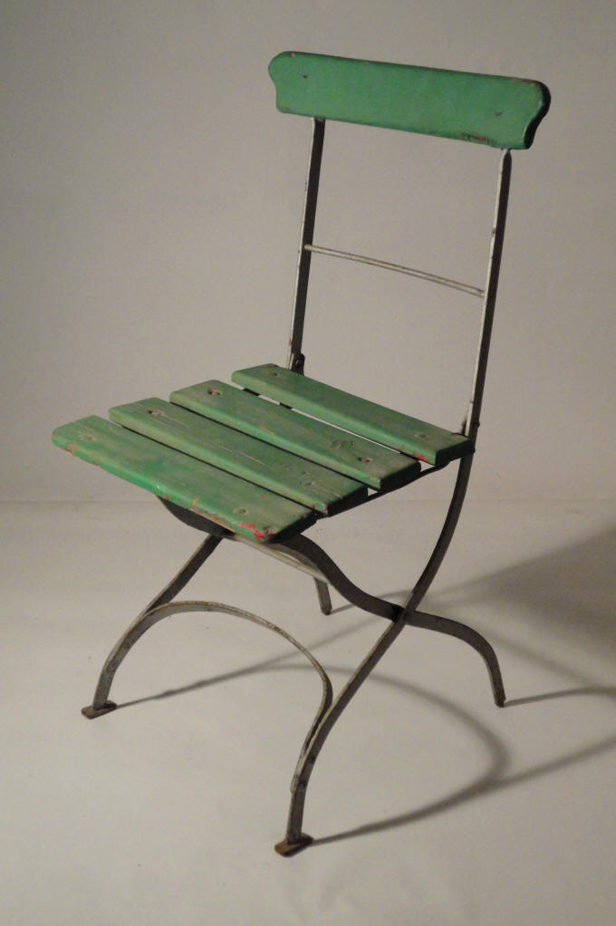 Through the french eye of design let 39 s go outside ii for Ensemble table et chaise de jardin metal
