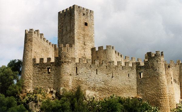 La favola della botte almourol il castello dei templari for Case del castello francese