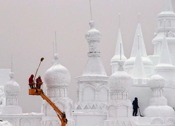 صور متميزة وساحرة من مهرجان الجليد والثلج e51.jpg