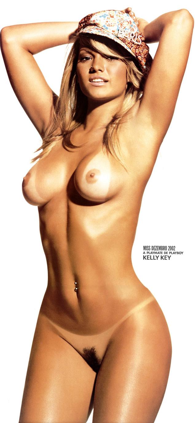 Gata Loira Mostrando Sua Bela Bunda Gostosa Kelly Key Sem Calcinha
