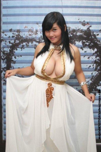 Gadis Cantik Pemilik Payudara Terbesar Di Indonesia
