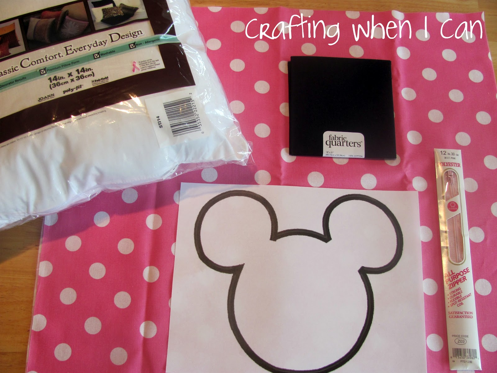 Crafting when i can minnie mouse pillow minnie mouse pillow jeuxipadfo Image collections