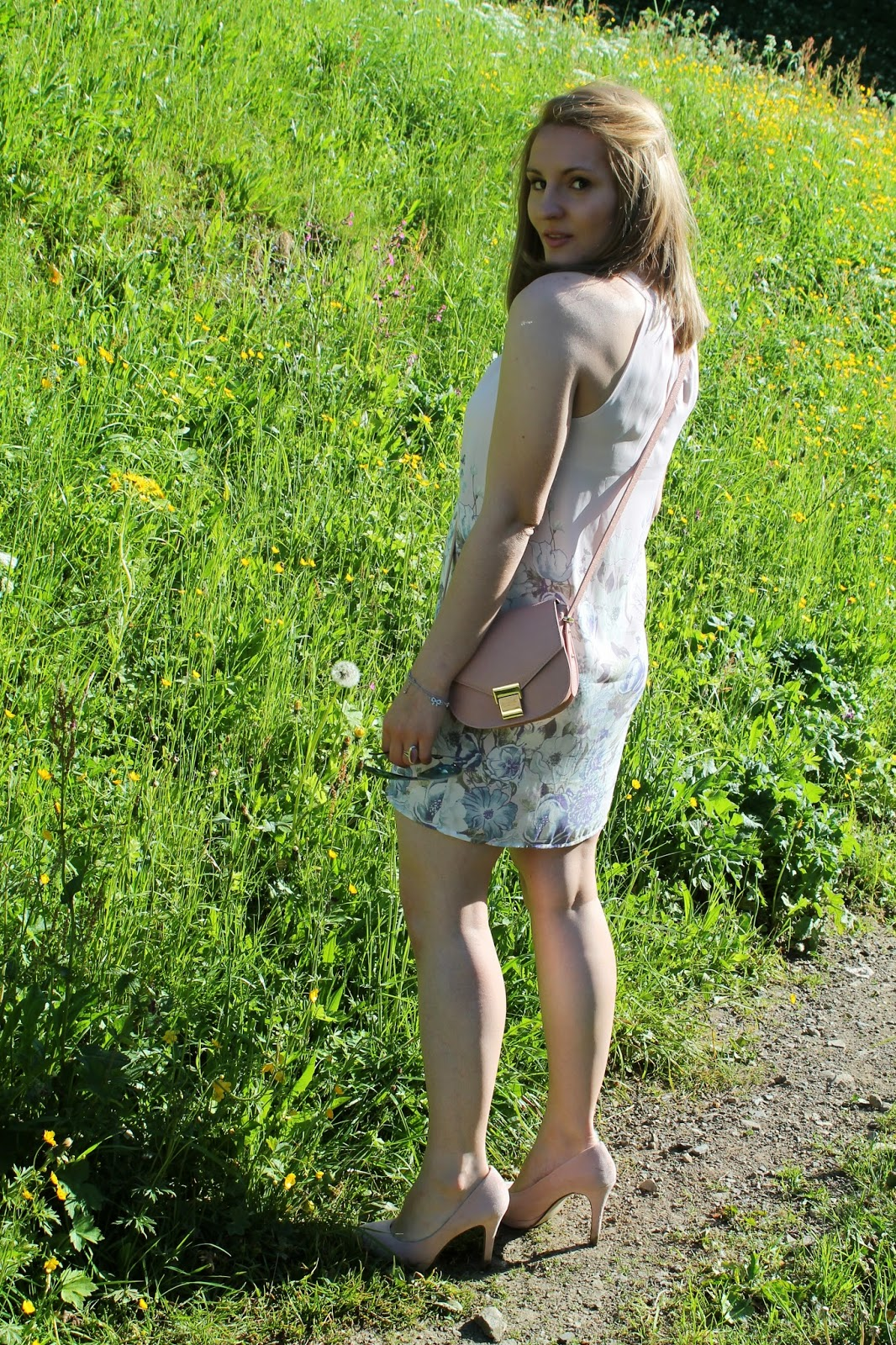 Fashionblogger Austria / Österreich / Deutsch / German / Kärnten / Carinthia / Klagenfurt / Köttmannsdorf / Spring Look / Classy / Edgy / Summer / Summer Style 2014 / Summer Look / Fashionista Look /  Forever 21 / Persunmall / H&M / Spring/ Flower Dress / Nude Heels / Statement Necklace
