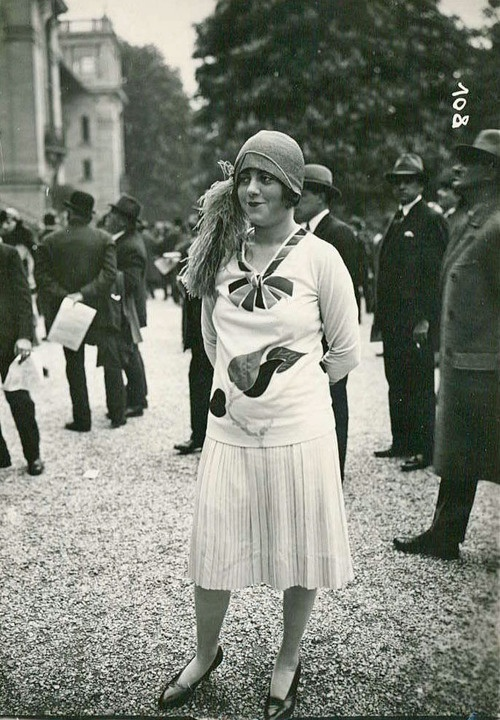 Love her style! #vintage #1920s #fashion #deco #20s