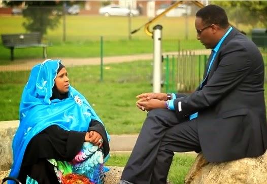 """Daawo VIDEO: Lamaane Somali ah oo go""""aansadey in ay sameeyaan wax ku cusub qoysaska Soomaalida (Cajiib)"""