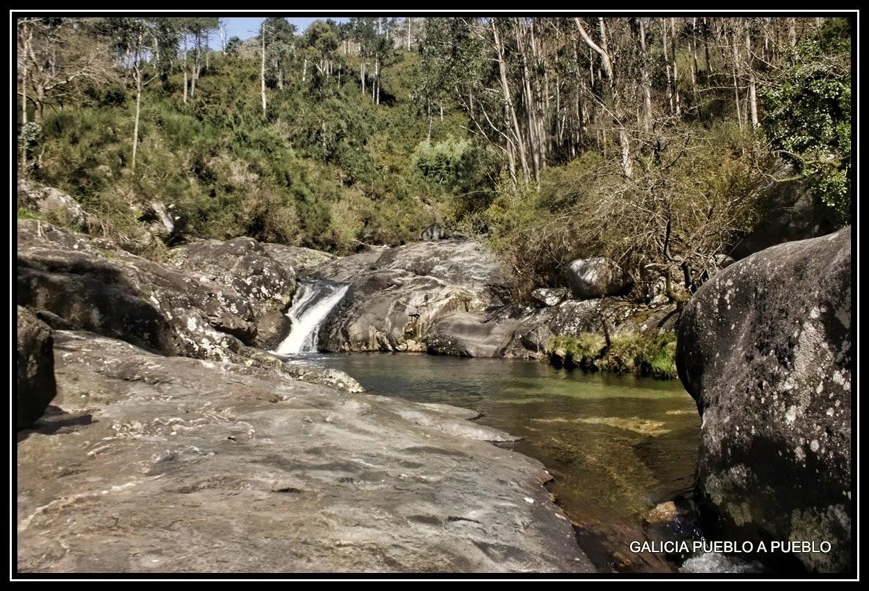Galicia pueblo a pueblo piscinas naturales del r o pedras for Piscinas naturales rio malo