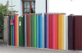 Pagar Menyerupai Pensil Warna