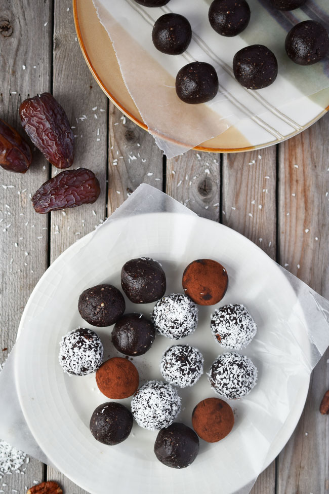 Coconut-Date Brownie Bites - raw, vegan, gluten-free - healthy & delicious