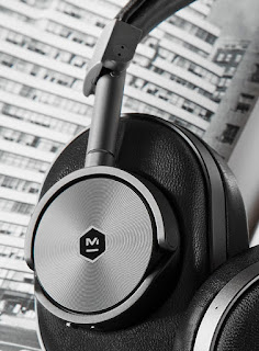 Master & Dynamic MW60 - Right earcup's playback controls