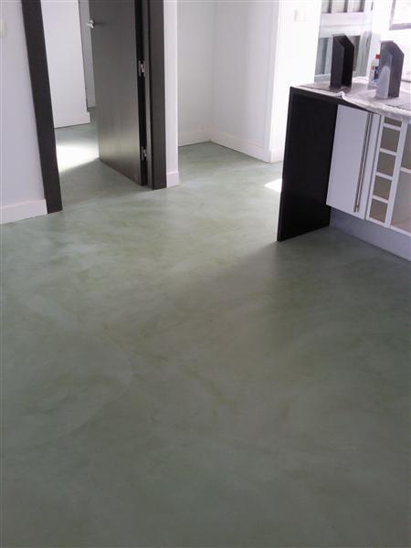 El microcemento unos suelos sin juntas decora y divi rtete - Suelos de microcemento ...