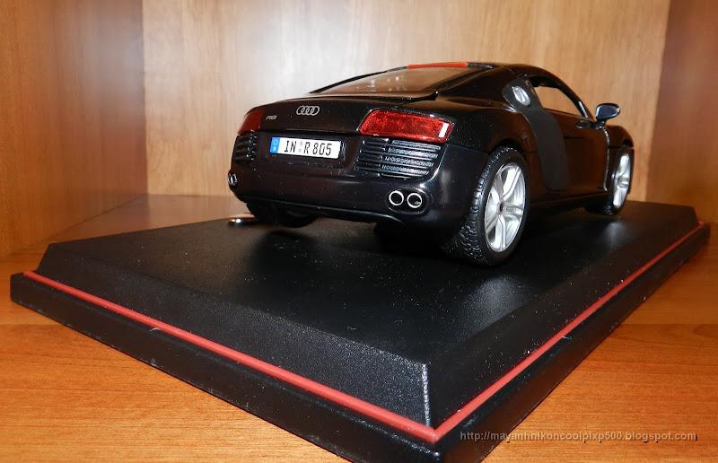 Diecast 1:18 Audi R8 side