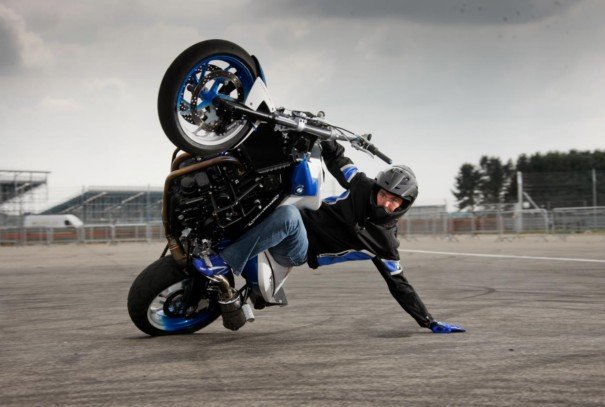 Amazing Bike Stunts Photography 5 - amazing photos of bike stunts