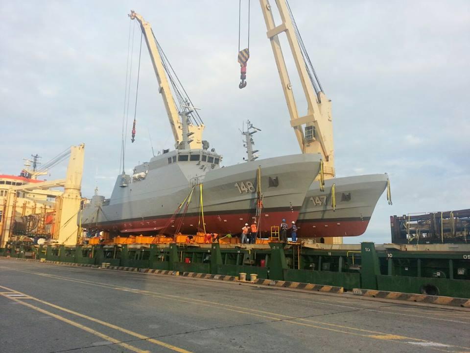 Las patrulleras ARC Punta Soldado y ARC Punta Ardita a su llegada al país procedente de Corea del Sur, donde fueron construidas por el Astillero STX.