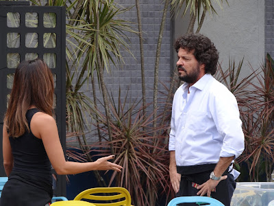 Roberta (Dani Suzuki) e Marcelo (Felipe Camargo) discutem e terminam o namoro Crédito: Globo / Helcio Neto