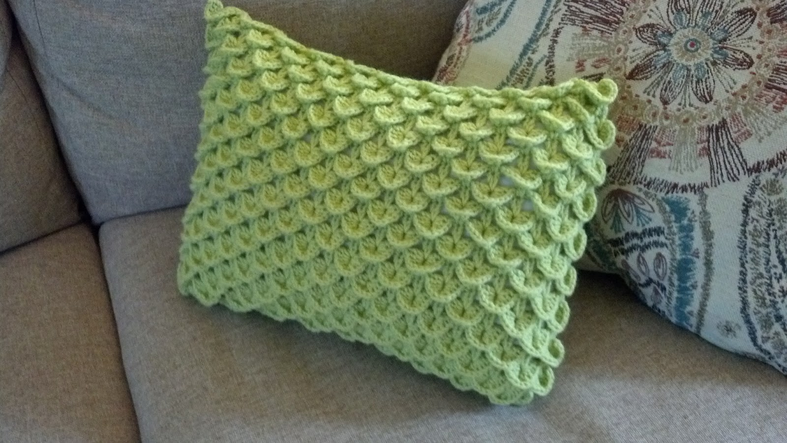 Crochet Crocodile Stitch : Knit A Bit, Crochet Away: Pattern: Crocodile Stitch Pillow