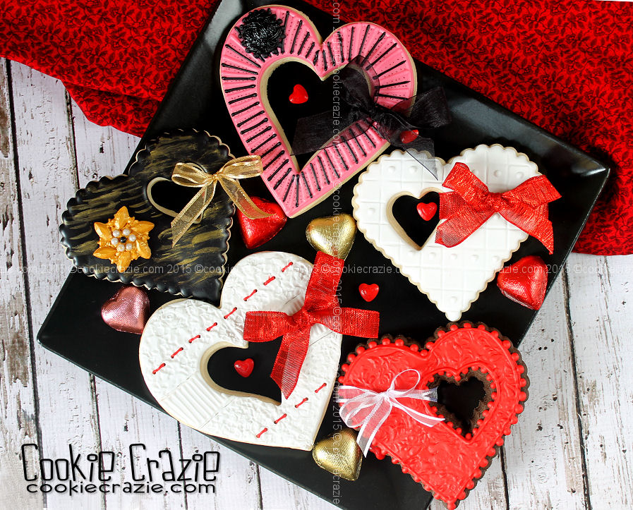 http://www.cookiecrazie.com/2015/01/heart-cookies-with-ribbon-bows.html