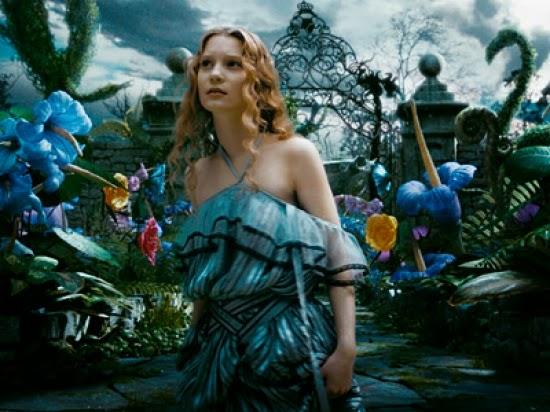 Con alice in wonderland di tim burton gli abiti diventano metafora dell identit - Alice dietro lo specchio ...