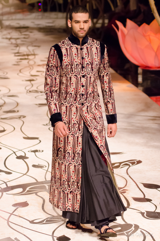 2019 year for girls- Fashion Indian designer rohit bal bridal wear
