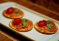 Canapé Fácil de Tomate e Curry (vegana)