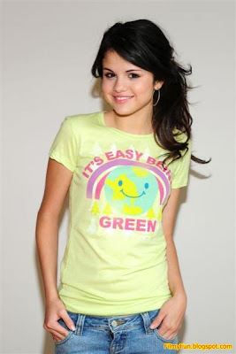 selena_gomez_young_hot_girl_FilmyFun.blogspot.com