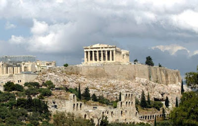Acropoli è la zona alta e fortificata delle città antiche, in special modo riferito alla città di Atene