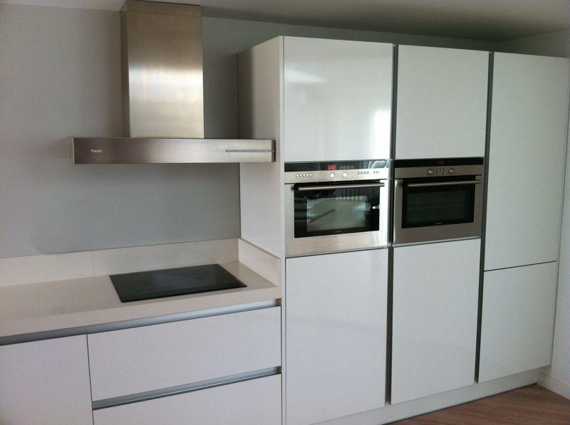 Cooking design art cocina gola blanco satinado - Cocina blanca con encimera blanca ...