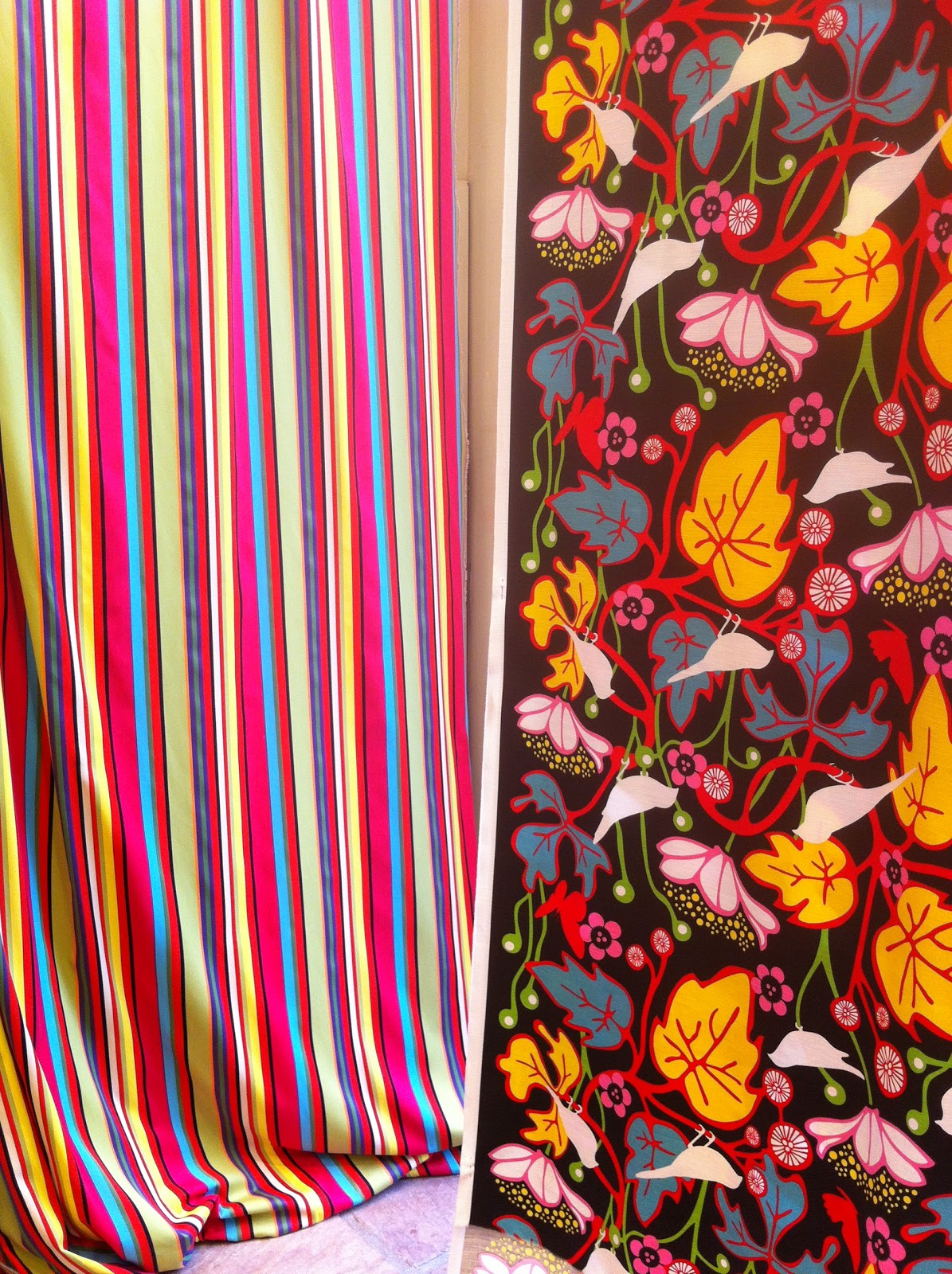 Telas de tapiceria para sillones silln ovalo telas romo for Telas para sillones