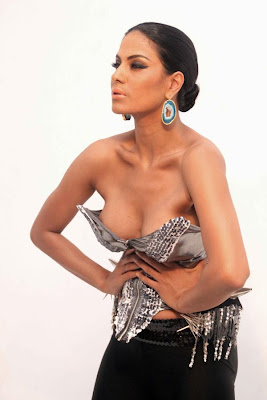 veena malik sizzling to support homosexuality