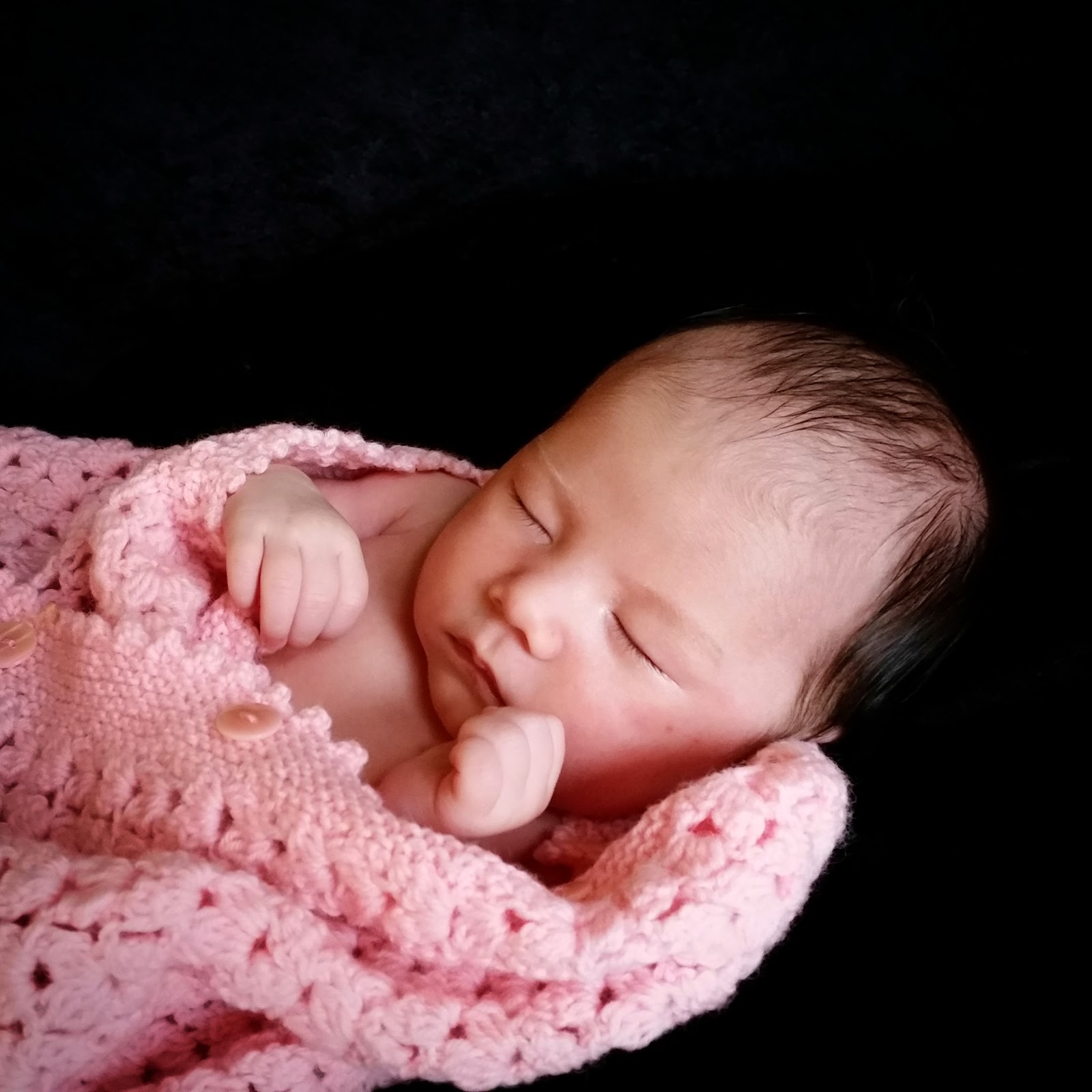 DIY newborn photography with pink crochet blanket